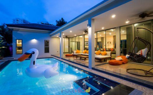 บ้านPool villas บางแสน