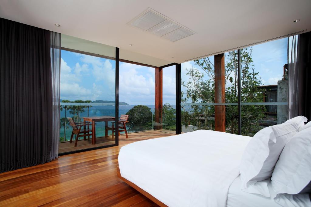 (The Naka Phuket Villa)